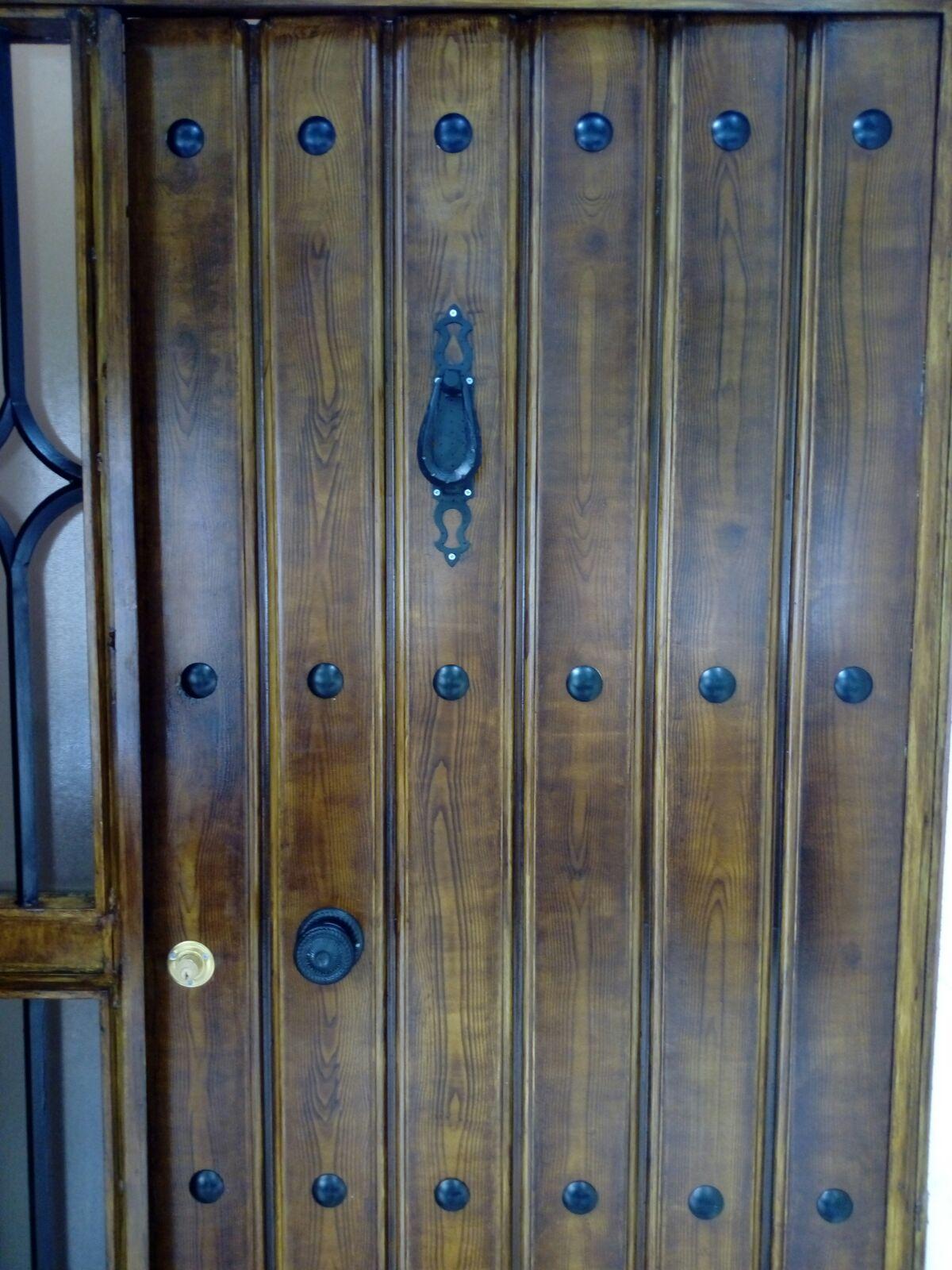 Imitaci n madera en puerta de metal tiendas m s pintura - Como pintar puertas de sapeli ...